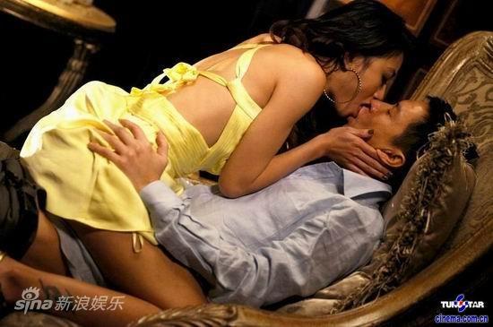 张家辉更被安排与性感女演员拍摄激烈床戏